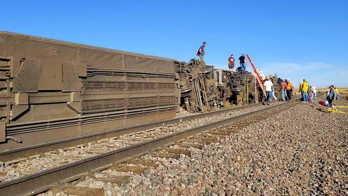 Sebuah kereta anjlok di negara bagian Montana, Amerika Serikat. Diketahui, 3 orang tewas dan sejumlah orang lainnya terluka akibat insiden tersebut.