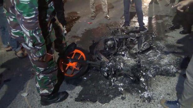 Motor hangus terbakar buntut tawuran warga di Makassar