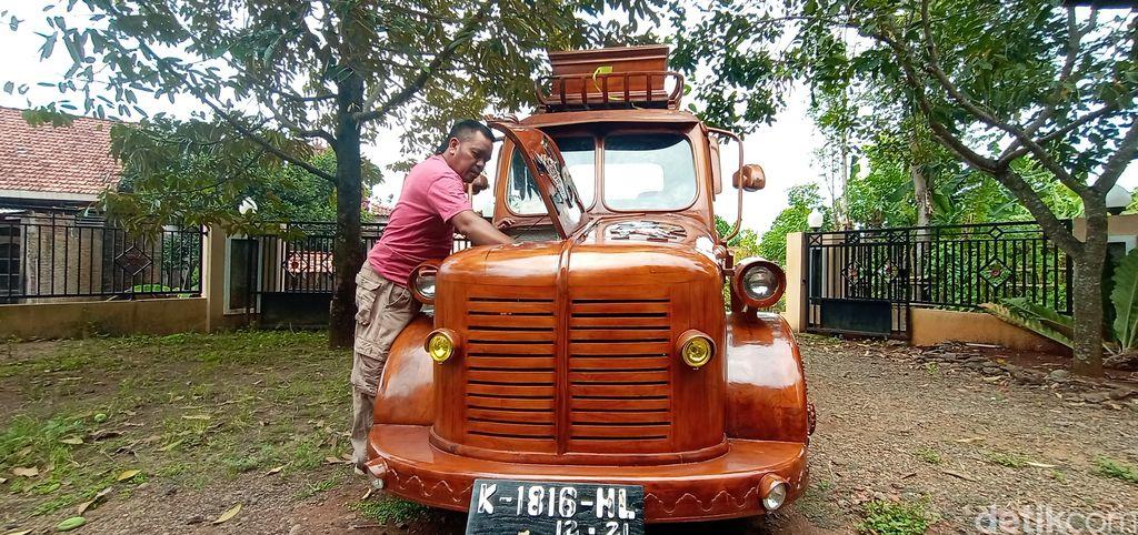 Perajin mebel di Jepara modifikasi mobil menjadi berbodi kayu
