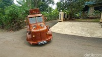 Ciamik! Warga Jepara Sulap Kijang 80-an Jadi Mobil Kayu Jati