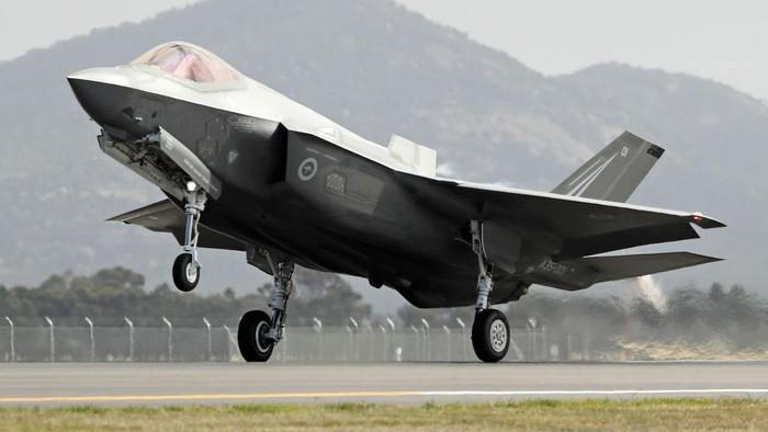 Angkatan Udara Israel baru saja menerima tiga unit jet tempur siluman F-35 yang baru dari Amerika Serikat (AS). Begini penampakan jet tempur siluman tersebut.