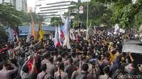Massa BEM SI Dorong-dorongan dengan Polisi, Paksa Aksi Depan KPK