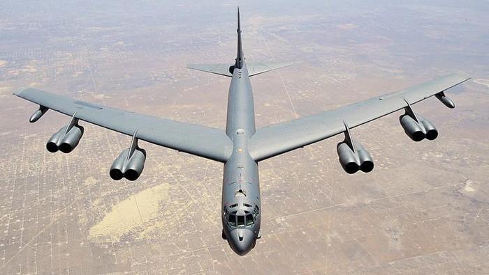 Pesawat pengebom strategis B-52H milik Amerika Serikat (AS) terdeteksi mendekati wilayah udara Rusia. Pesawat pengebom B-52H termasuk pesawat yang bisa melakukan beragam misi.