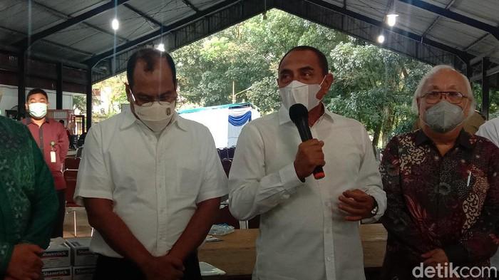 Gubernur Sumut Edy Rahmayadi saat meninjau vaksinasi di Kampus USU