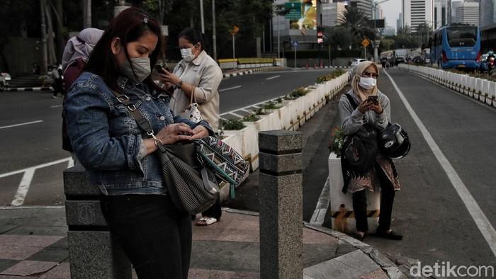 Pandemi COVID-19 DKI Jakarta makin hari makin terkendali. Salah satu indikatornya persentase kasus positif COVID-19 sudah berada di angka 0,9 persen.