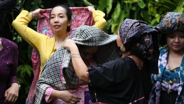 Penutup kepala bagi laki-laki dan perempuan yang dikenakan dalam keseharian hingga menjadi identitas tradisional dan kehormatan.Ist/loepy Effendy