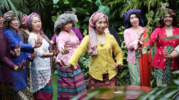 Kala Perempuan Indonesia Tampil Cantik dengan Tengkuluk