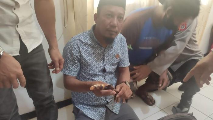 Kepala desa di Sultra ditangkap usai perintahkan warganya membawa keris dan bom molotov saat aksi (Dok istimewa)