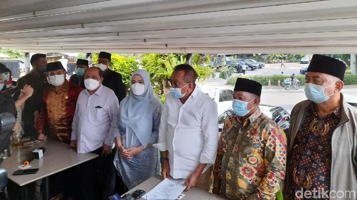 Konferensi Pers 7 Fraksi DPRD DKI Jakarta di kawasan Menteng, Jakarta Pusat, Senin (27/9/2021).