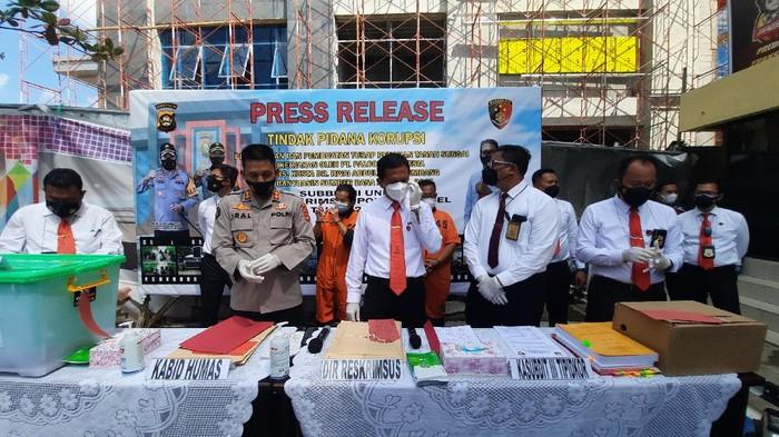 Konferensi pers kasus korupsi RS di Polda Sumsel (M Syahbana-detikcom)