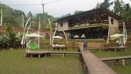 Potret Kedai Kopi Hits di Tengah Sawah Bogor