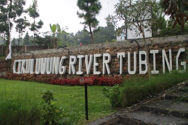 Kopi Tubing berada di Desa Pamijahan, Bogor. Di sana juga terdapat sungai untuk kegiatan rafting dan arung jeram. Foto: Instagram @frameofjndrl