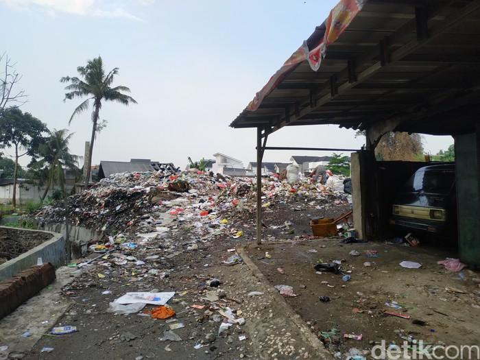 Lahan pembuangan sampah di Gang Sawo Pondok Betung ini tak lagi melakukan pembakaran yang bikin pencemaran lingkungan permukiman. 27 September 2021. (Athika Rahma/detikcom)