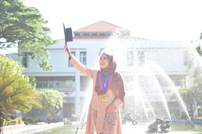 lulusan doktor termuda wisuda ke-124 ITS