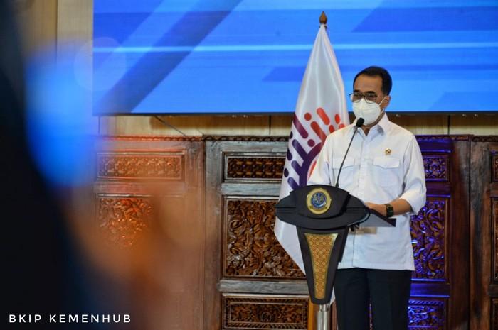 Menteri Perhubungan Budi Karya Sumadi mengapresiasi insan transportasi yang sudah melayani negeri melalui pembangunan, pengembangan dan pemberian pelayanan jasa transportasi. Ia mengajak untuk memberikan layanan yang lebih baik lagi kepada masyarakat.