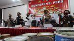 Momen Polisi Gerebek 2 Pabrik Psikotropika di Yogya