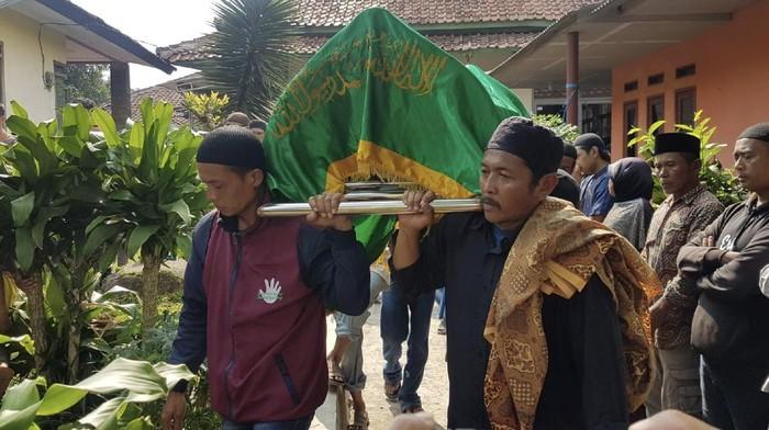 Pemakaman korban bentrok ormas di perbatasan Cianjur-Sukabumi.