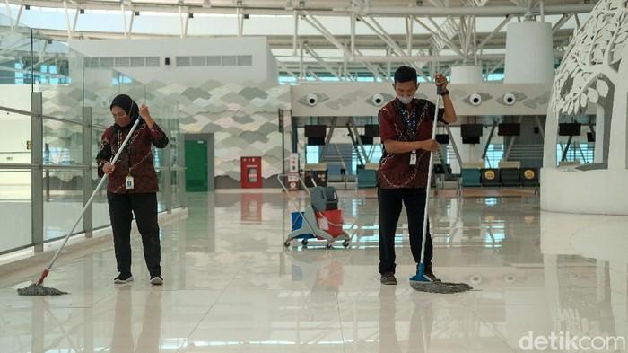 Bandara Internasional Jawa Barat (BIJB) alias Bandara Kertajati kini sepi karena tidak ada penerbangan komersial. Kondisinya bak mati suri.