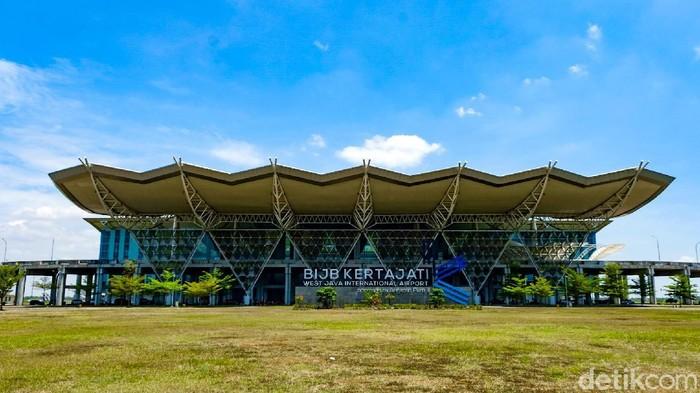 Bandara Internasional Jawa Barat (BIJB) alias Bandara Kertajati kini sepi karena tidak ada penerbangan komersial. Kondisinya bak 'mati suri'.