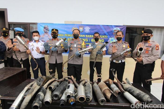 Polisi Cincang Knalpot Bising di Sulawesi Selatan
