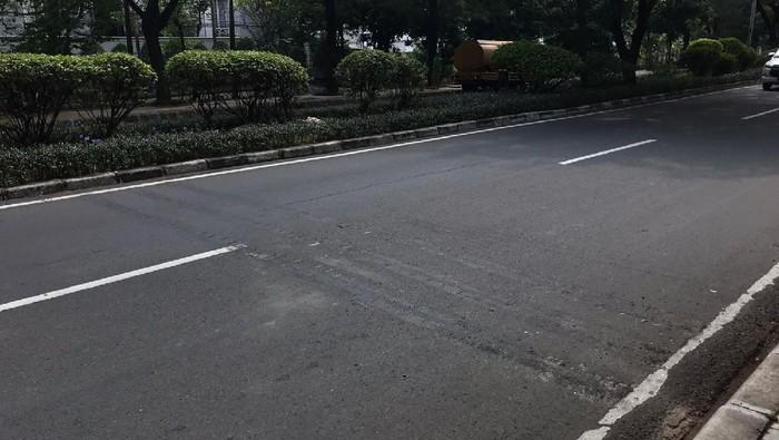 Polisi tidur diprotes pesepeda di Jalan Pulomas Raya kini dibongkar