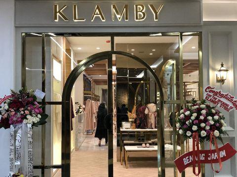 Toko pertama Wearing Klamby di Plaza Indonesia.