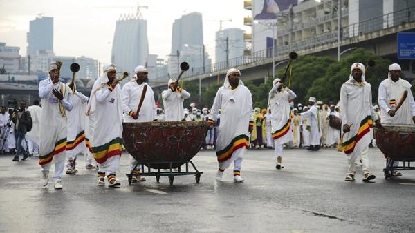 Perayaan Festival Meskel dimulai di Maskel Square, Addis Ababa.