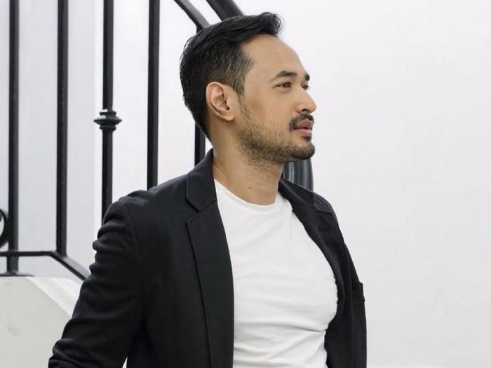 Aktor Oka Antara berperan sebagai Irvan di sinetron Ikatan Cinta.