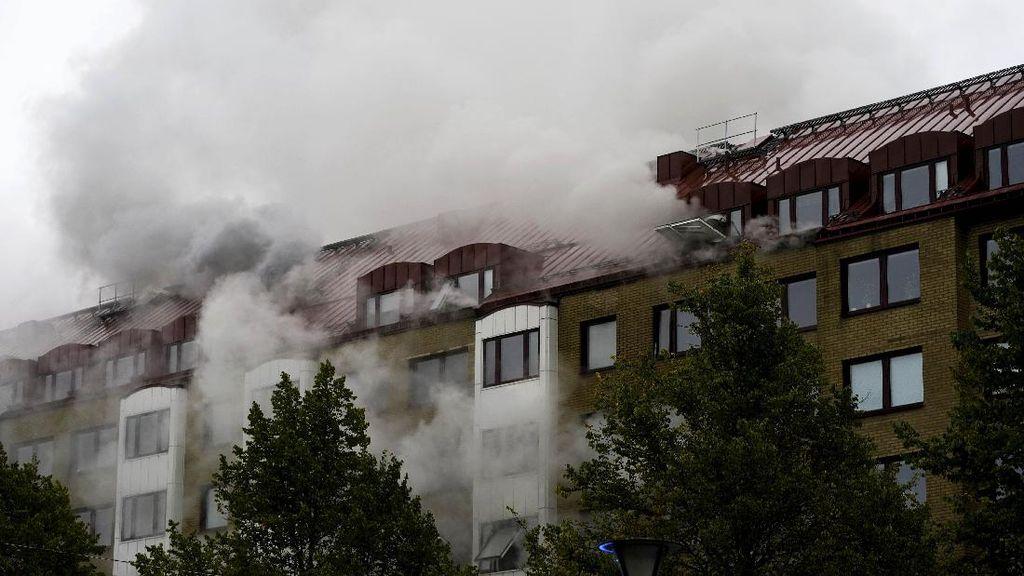 Kepulan Asap Usai Ledakan Keras di Apartemen Swedia, 20 Orang Luka