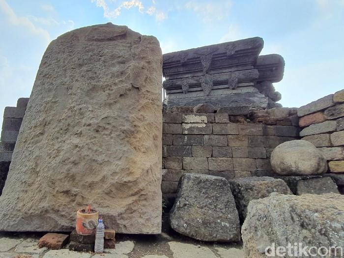 Ekskavasi Candi Tribhuwana Tunggadewi di Desa Klinterejo, Kecamatan Sooko, Mojokerto kembali dilanjutkan. Penggalian arkeologi kali ini salah satunya untuk menemukan bagian pagar dan halaman candi Ratu Majapahit tersebut.