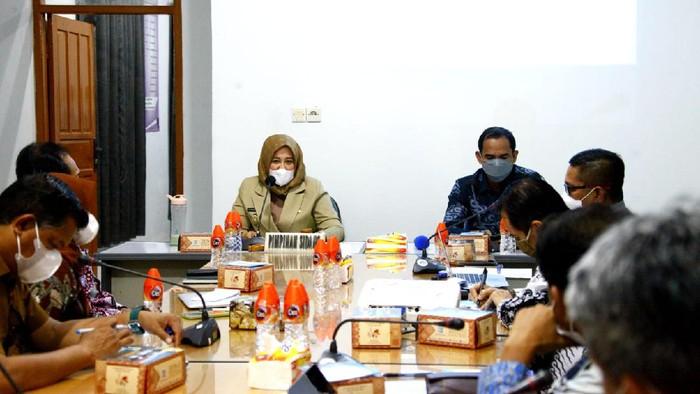 Focus group discussion (FGD) Dewan Pendidikan Makassar dengan Wawali Fatmawati Rusdi terkait kesiapan PTM. (dok. Istimewa)