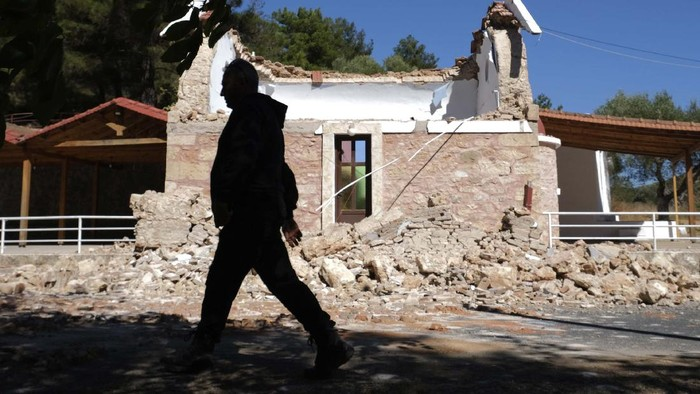 A damaged house is seen after an earthquake in Voni village on the southern island of Crete, Greece, Monday, Sept. 27, 2021. A strong earthquake has struck the Greek island of Crete. One person has been killed and 20 have been injured. Homes and churches were damaged and rock slides occurred near the country's fourth-largest city. (AP Photo/Harry Nakos)