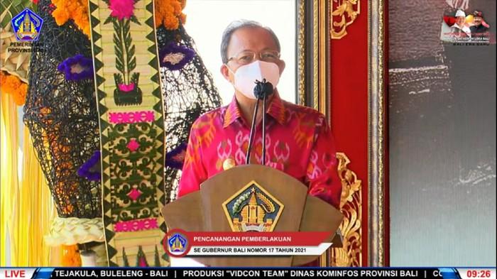 Gubernur Bali Wayan Koster saat mengkritik kebijakan garam beryodium era Soeharto. (tangkapan layar Youtube Pemprov Bali)