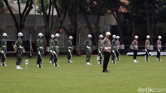 Pasukan TNI-Polri menggelar gladi kotor jelang pelaksanaan upacara Hari Kesaktian Pancasila. Kegiatan itu digelar di kawasan Museum Pancasila Sakti.