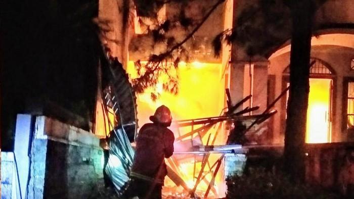 Kebakaran rumah akibat korsleting listrik di Puri Sriwedari, Cimanggis, Depok