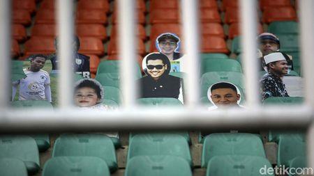 Kreatif! Persela Bawa Suporter Kardus ke Stadion