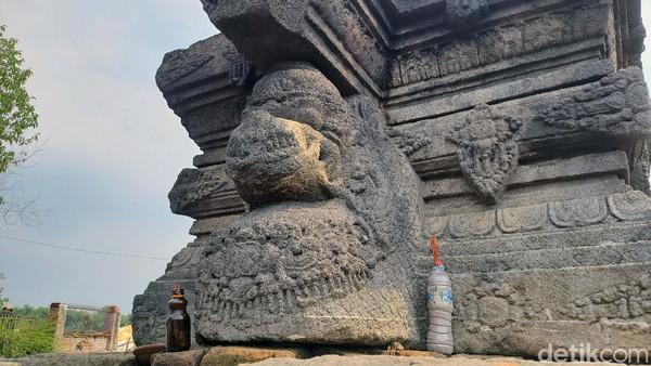 Warga setempat menyebutnya dengan situs Watu Ombo atau Petilasan Tribhuwana Tunggadewi. Karena sejak dibangun masyarakat tahun 1960an, hanya batu yoni ini yang nampak. Setelah diekskavasi dalam tiga tahap, ternyata terdapat struktur candi di bawahnya.