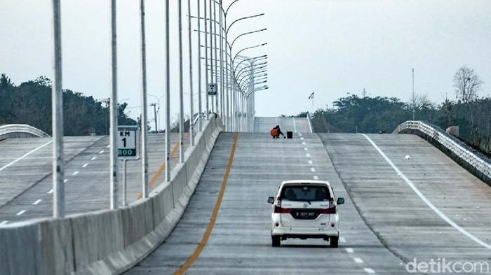 Selangkah lagi, Bandara Internasional Jawa Barat (BIJB) Kertajati bakal bisa ditempuh penuh lewat jalan tol. Jalan akses langsung ke jalan tol ditargetkan selesai bulan September 2021.