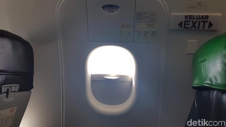 Pintu darurat pesawat
