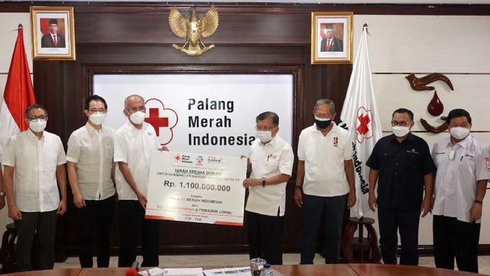 PMI terus mendapat bantuan untuk penanganan COVID-19. Kali ini bantuan berupa dana Rp 1,1 miliar diberikan oleh Toyota Indonesia.