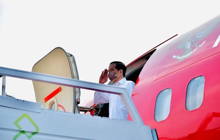 Presiden Jokowi terbang ke Riau. (Laily Rachev - Biro Pers Sekretariat Presiden)
