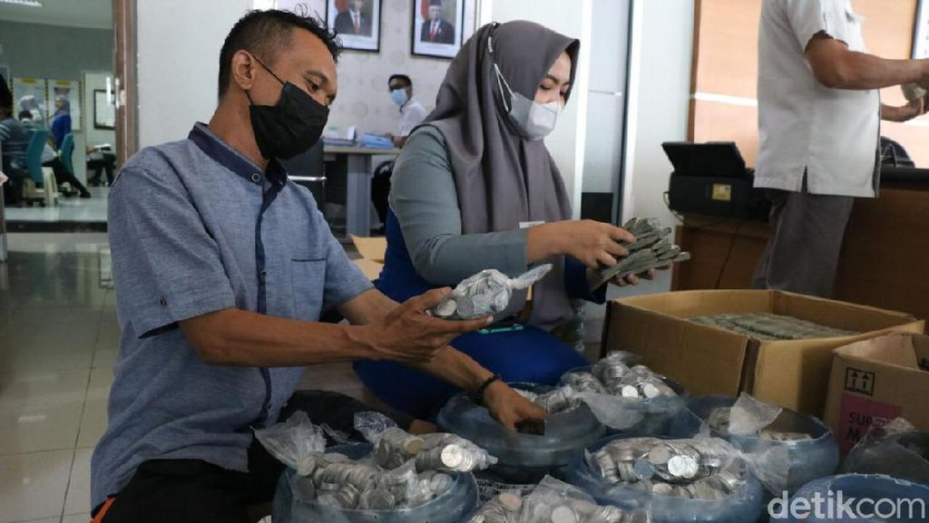 Pria di Makassar Beli Mobil Harga Rp 271 Juta Pakai Uang Koin
