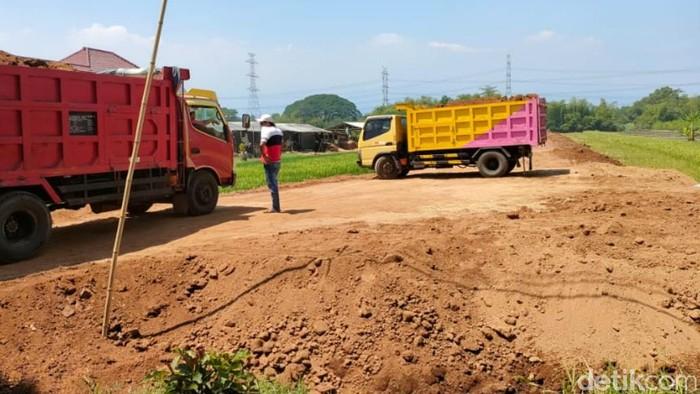 Satpol PP Kabupaten Pasuruan menghentikan pengurukan kavling siap bangun di beberapa lokasi. Itu karena pemilik lahan belum bisa menunjukkan dokumen tata ruang dan perizinan.