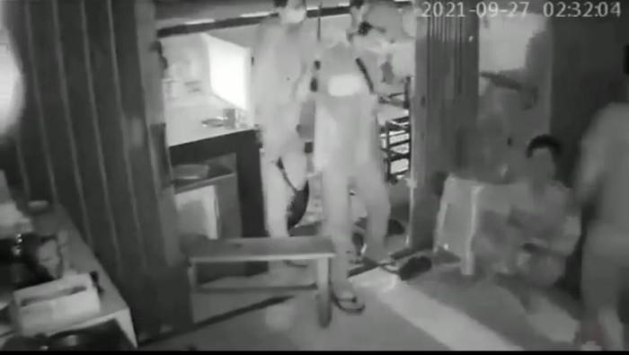 Screenshot CCTV perampokan di Jaksel (dok. Istimewa)