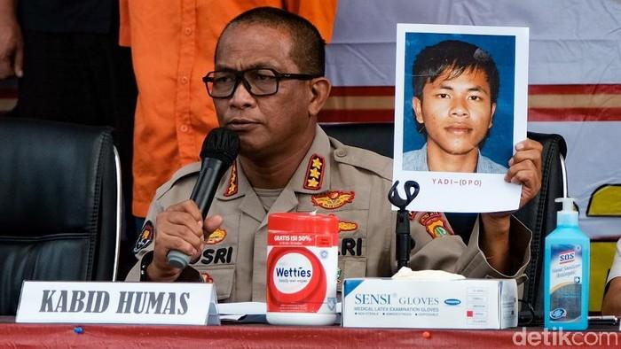 Polisi sebut korban penembakan di Tangerang tewas ditembak dalam kapasitasnya sebagai paranormal. Namun, korban juga dikenal warga sekitar sebagai seorang ustaz