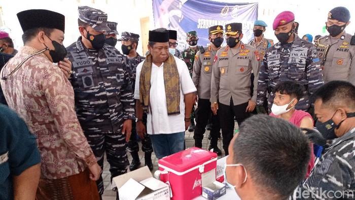 TNI AL Bantu Gencarkan Vaksinasi di Cirebon