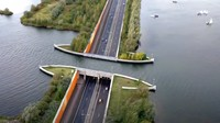 Cerita Ruas Jalan Fenomenal di Belanda: Jembatan untuk Kapal, Mobil Lewat di Bawahnya