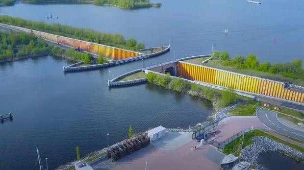 Veluwemeer Aqueduct di Belanda