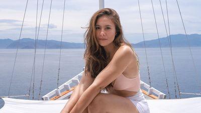 7 Foto Wulan Guritno Liburan ke Labuan Bajo, Body Goalsnya Bikin Salfok