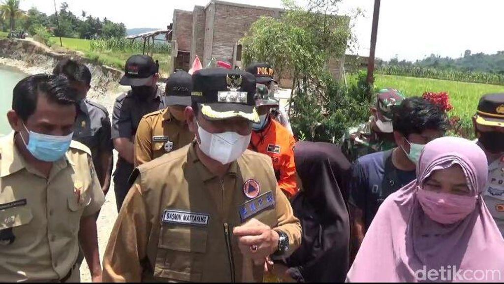 Warga Curhat Rumah Hanyut Gegara Banjir, Bupati Luwu Janji Ganti-Benahi